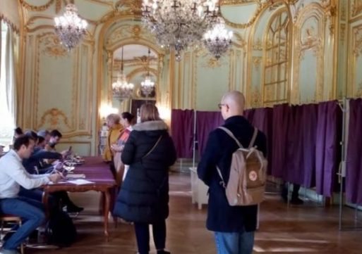Numărul românilor care au votat în străinătate a sărit de 310.000