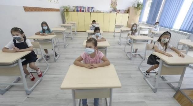 Închiderea şcolilor, efect zero? Numărul elevilor pozitivi a crescut de 4 ori