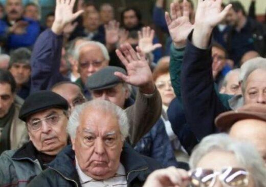 Nouă salariaţi ieșeni susţin zece pensionari!